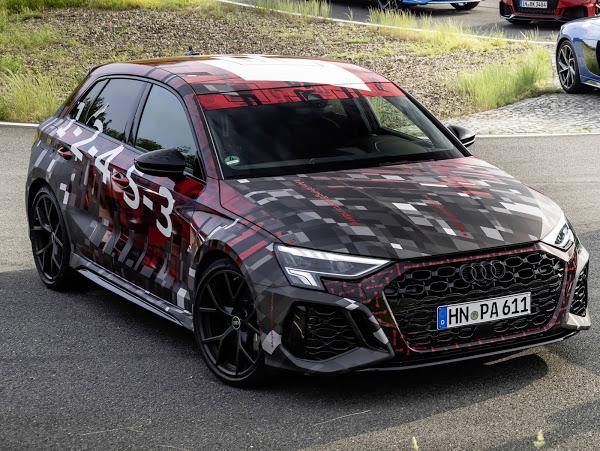 Audi RS3 Sportback e Sedã 2022: primeiras imagens oficiais reveledas